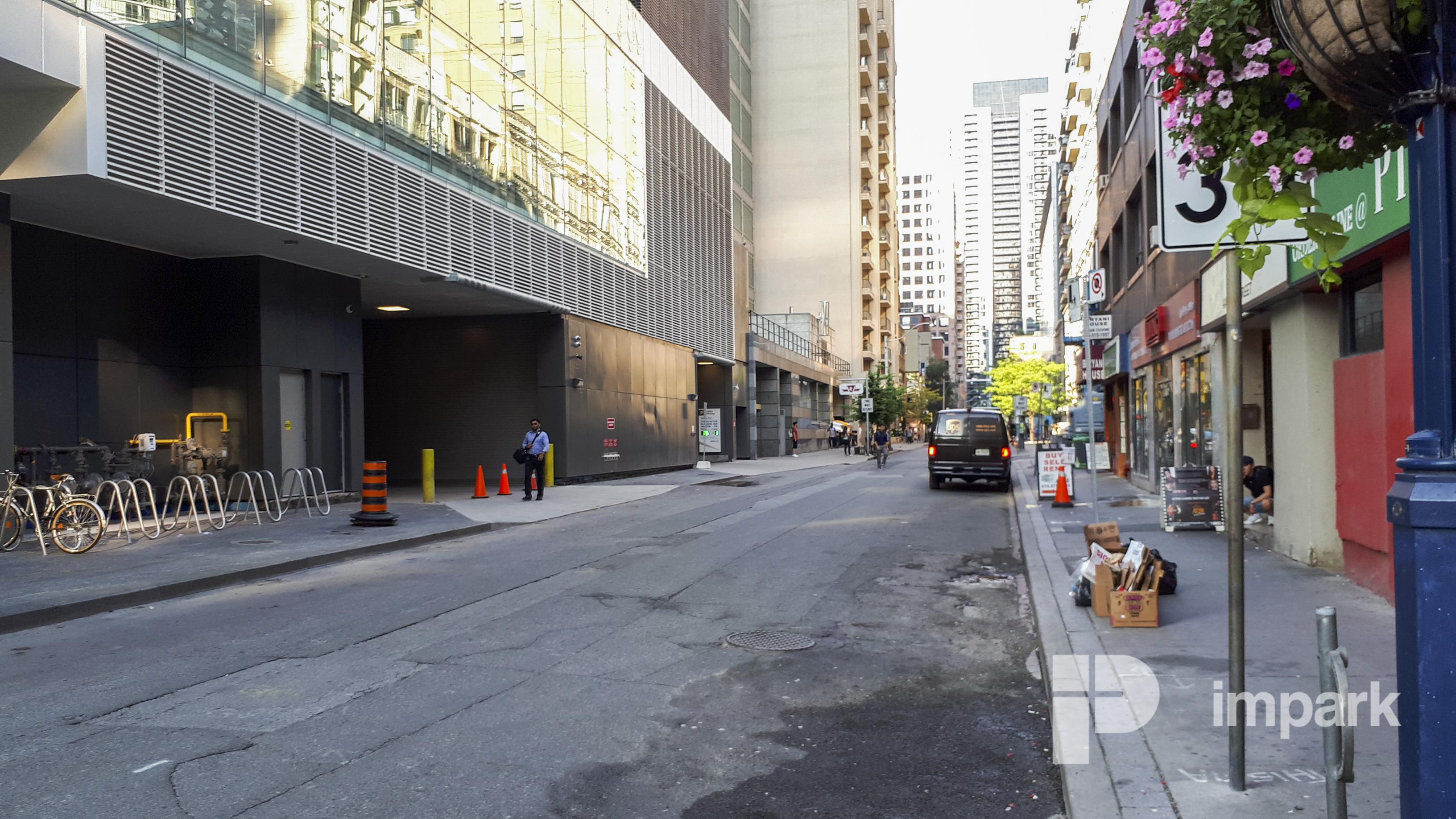 One Bloor Street East Parking Garage | Toronto Parking | Impark